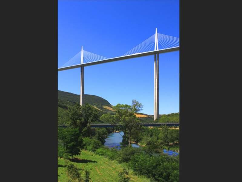 Photo prise au Viaduc de Millau (Aveyron) par le GEOnaute : philippedaniele