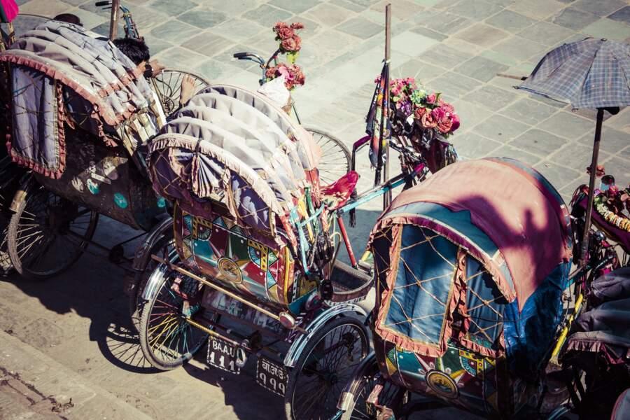 Se déplacer avec un rickshaw, le transport typique népalais