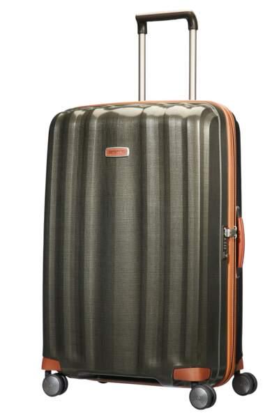 Légère et élégante, une valise avec finitions en cuir