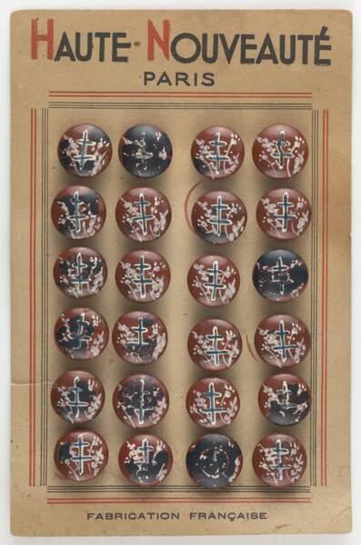 Plaquette de vingt-quatre boutons à croix de Lorraine, 1944