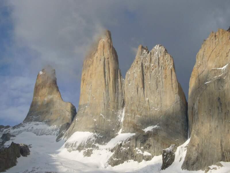 Au Chili, les Tours de Paines et leurs parois de plus de 1000 m