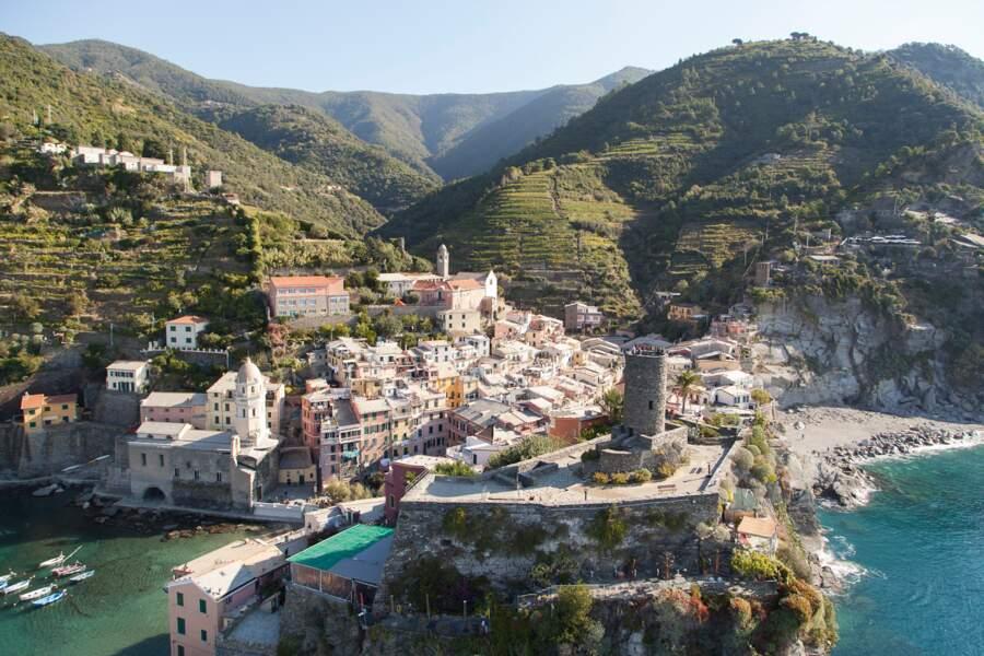Vernazza, au pied d'un promontoire fortifié