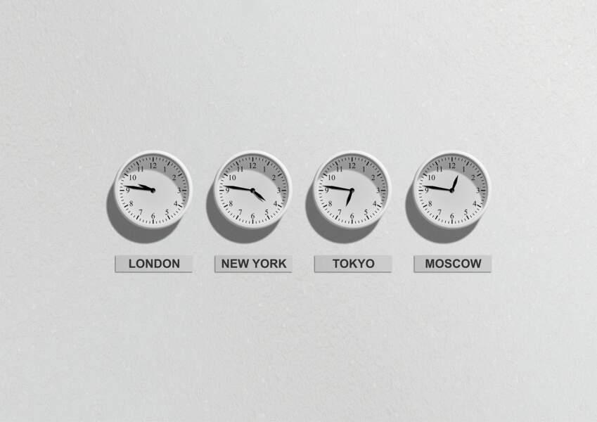 Réglez votre montre à l'heure de votre pays de destination dès le départ