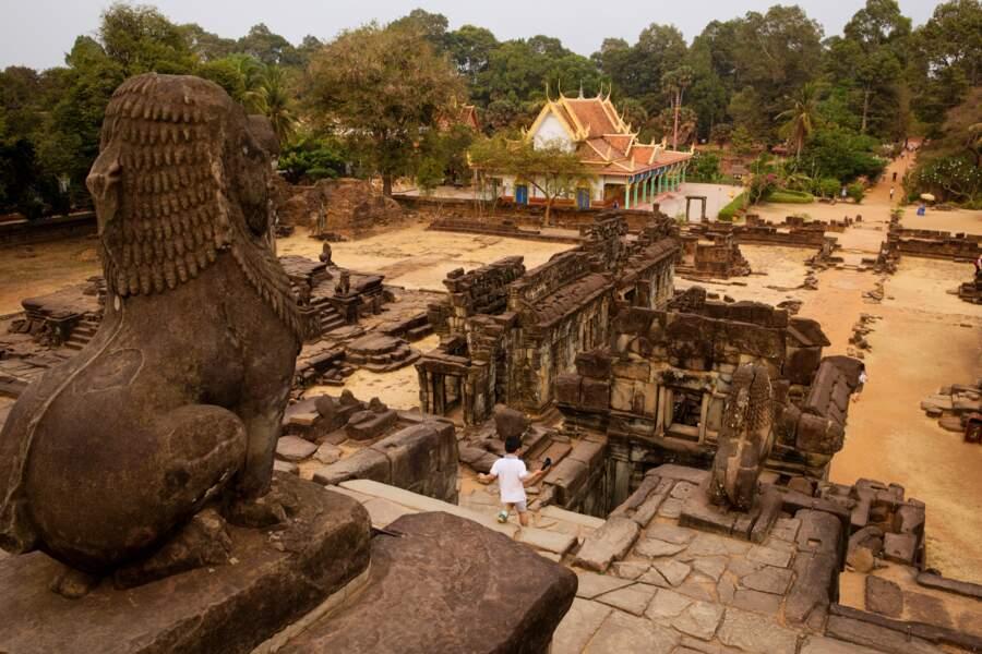 Le Bakong, prototype de nombreux temples-montagne hindouistes khmers