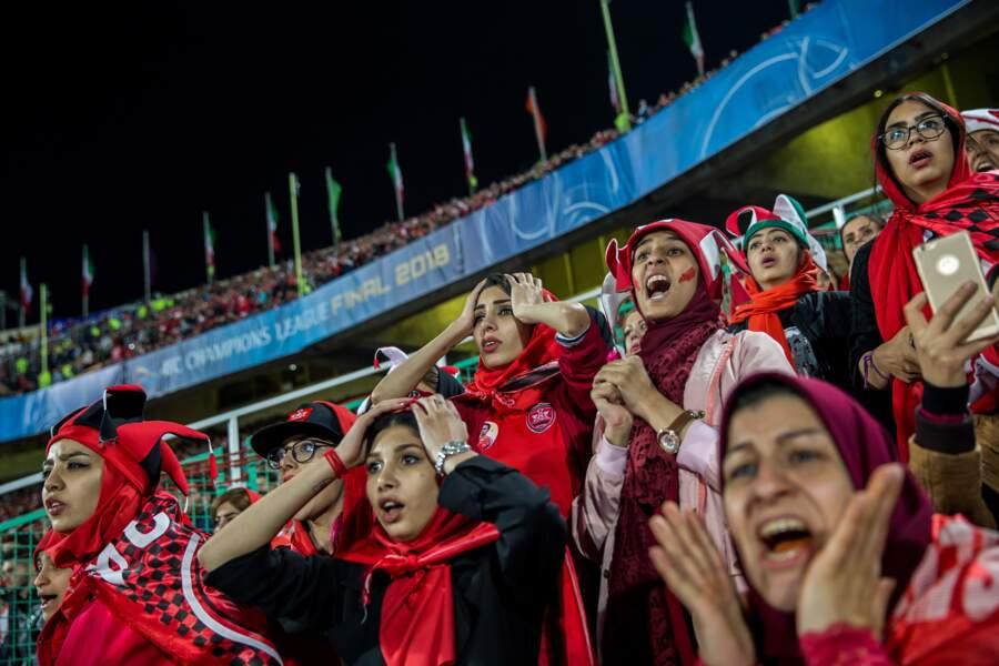 """Quand les femmes veulent assister aux matchs de foot en Iran - Premier prix dans la catégorie """"sports"""" (série)"""