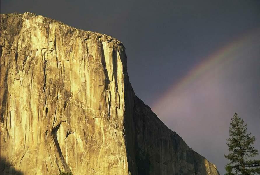 """À Yosemite (Etats-Unis, la paroi d'El Capitan est le """"big wall"""" le plus célèbre du monde"""