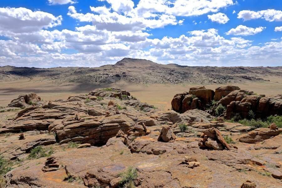 "Étonnantes formations granitiques de Baga Gazariin Chuluu, ""pierre de petite terre"""