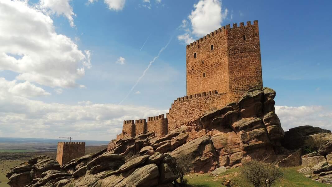Le château de Zafra, dans la province espagnole de Guadalajara : tour de la Joie, à Dorne (où meurt Lyanna Stark)