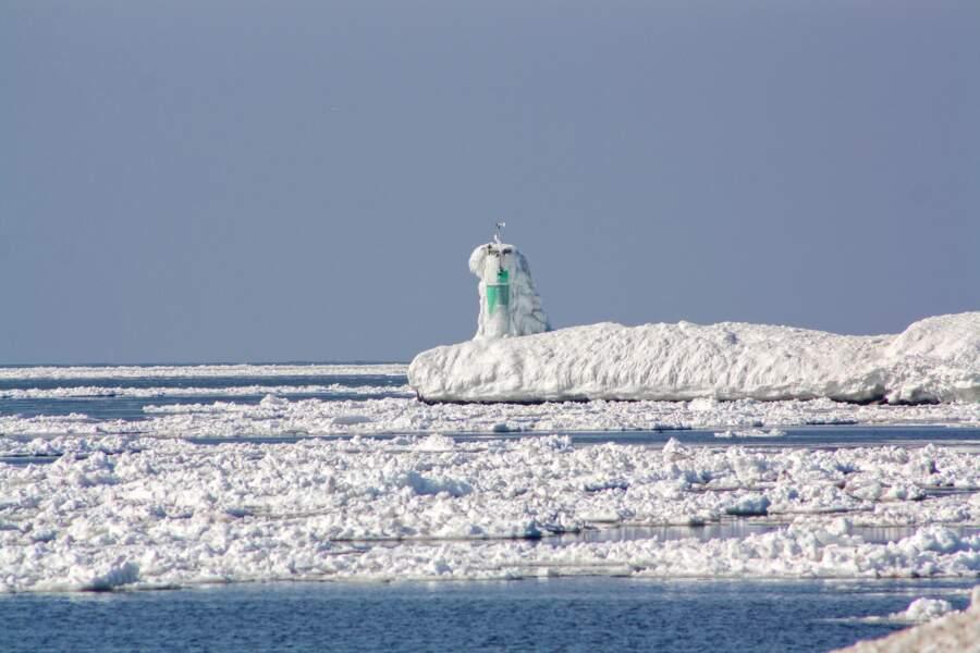 Un phare sous la neige