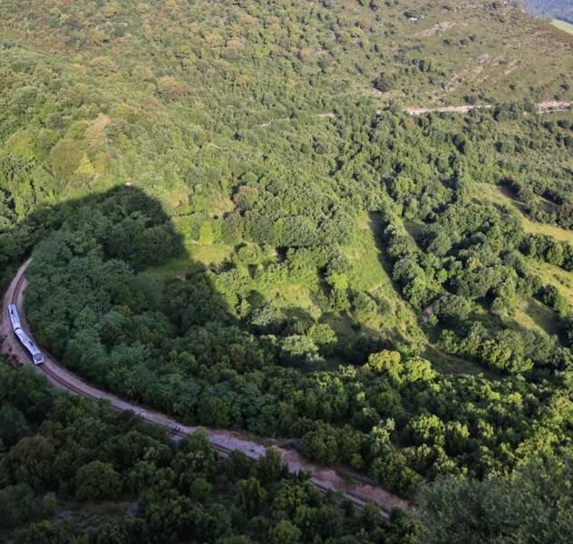 Petit train dans la montagne