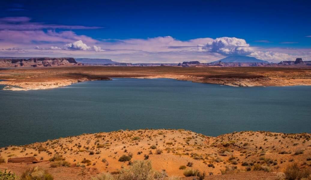 Lac Powell, à cheval sur le Nevada et l'Arizona, dans l'Ouest américain