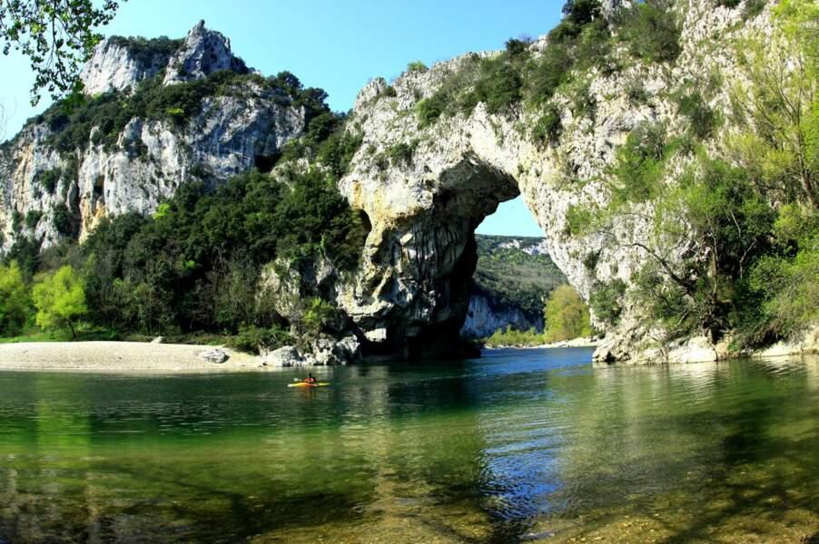 Le Pont d'Arc, site de la grotte Chauvet (Ardèche)