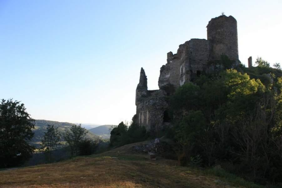 Auvergne - Léotoing et son château