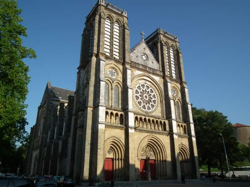 S'émerveiller devant l'église Saint-André