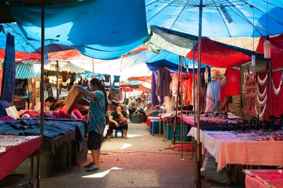 Le marché de la Porte Thapae