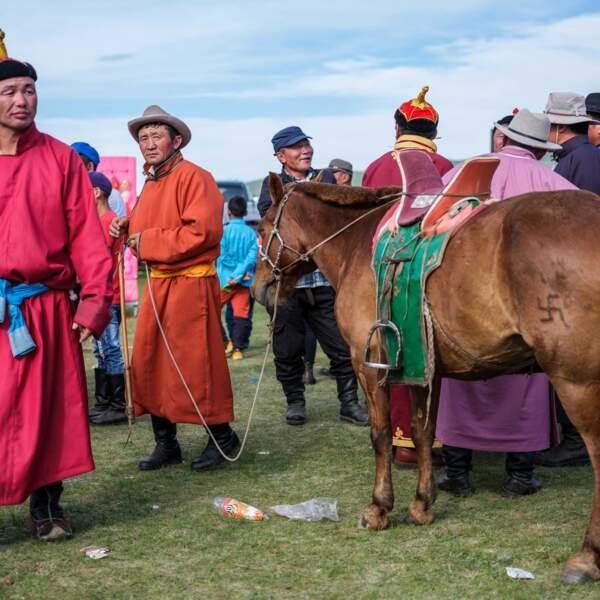 Mini Naadam organisé dans la steppe mongole, au programme courses de chevaux