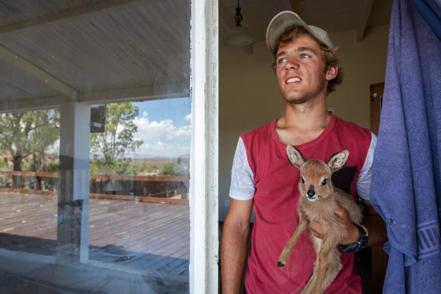 Le jeune fermier et la petite antilope