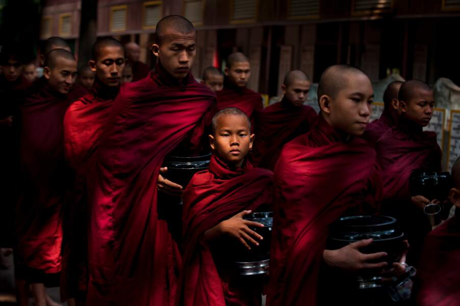 Moines bouddhistes, monastère Mahagandayon, Amarapura, Myanmar