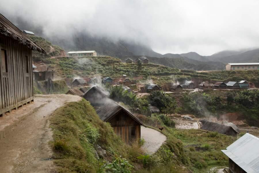 Le village se pare de brume