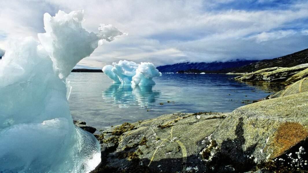 Un nuage de glace posé sur l'eau