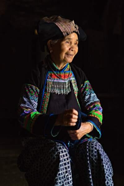 La fin des costumes de l'ethnie Bo Y