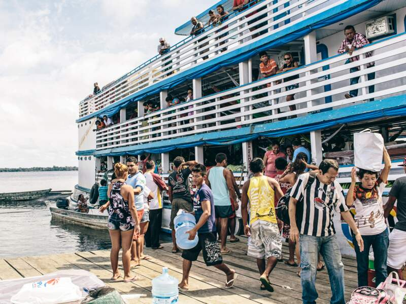 En bateau collectif (photo), puis en pirogue, il faut vingt-quatre heures de Manaus pour rallier Xixuaú.