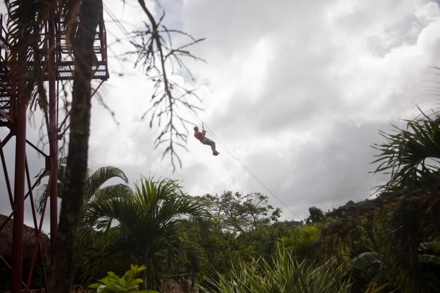 Glisser en tyrolienne au Bavora Adventure Park de Punta Cana