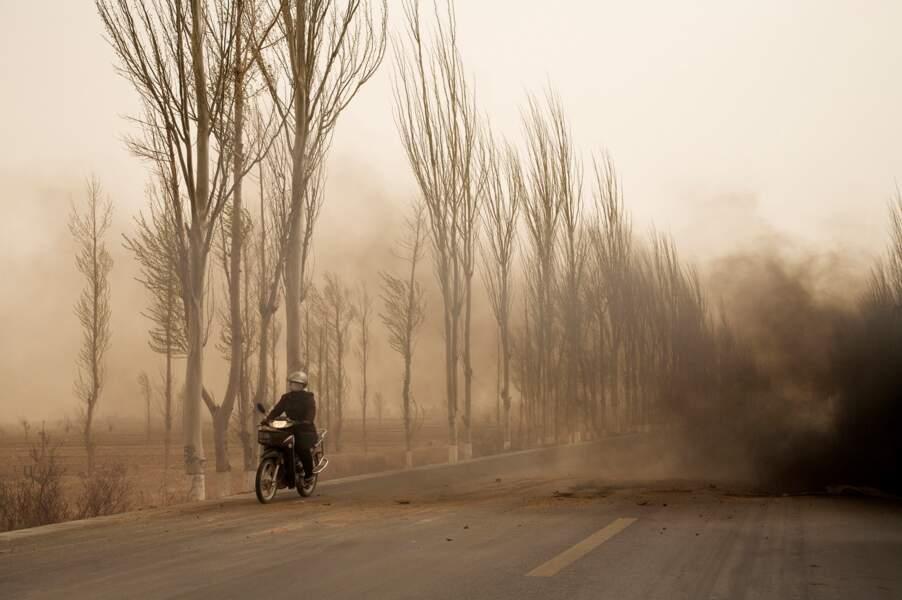"""L'homme à la moto, série sur le """"dust bowl"""" chinois 2006-07"""