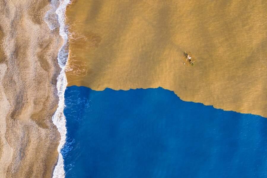 Quand la rivière boueuse rencontre l'océan