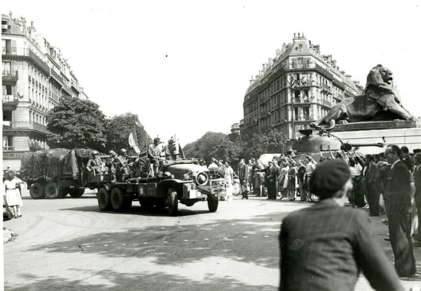 La 2e Division blindée place Denfert Rochereau, le 25 août 1944