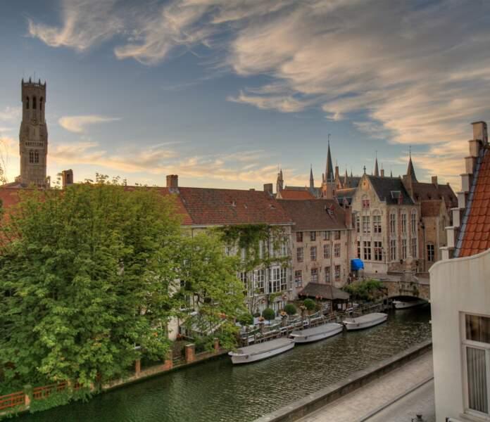 Les canaux de Bruges en bateau