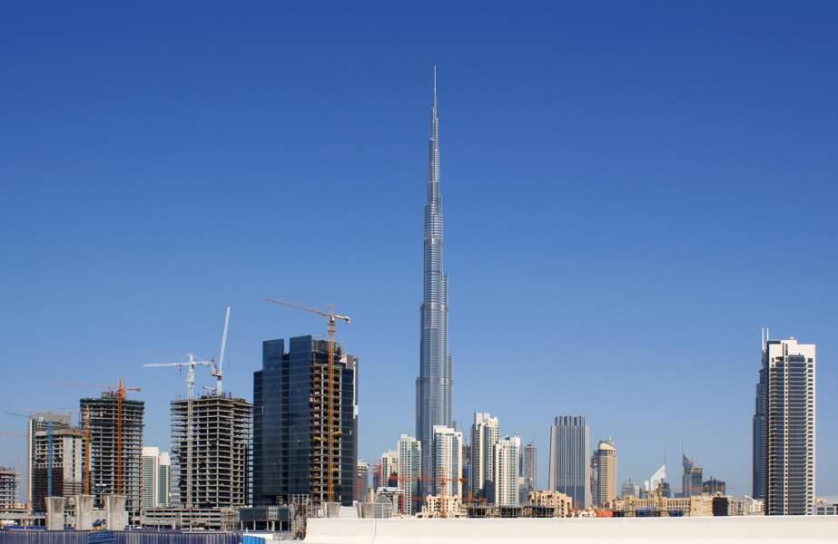 2. La Burj Khalifa à Dubaï (Émirats arabes unis) avec 828 mètres de hauteur (2010)