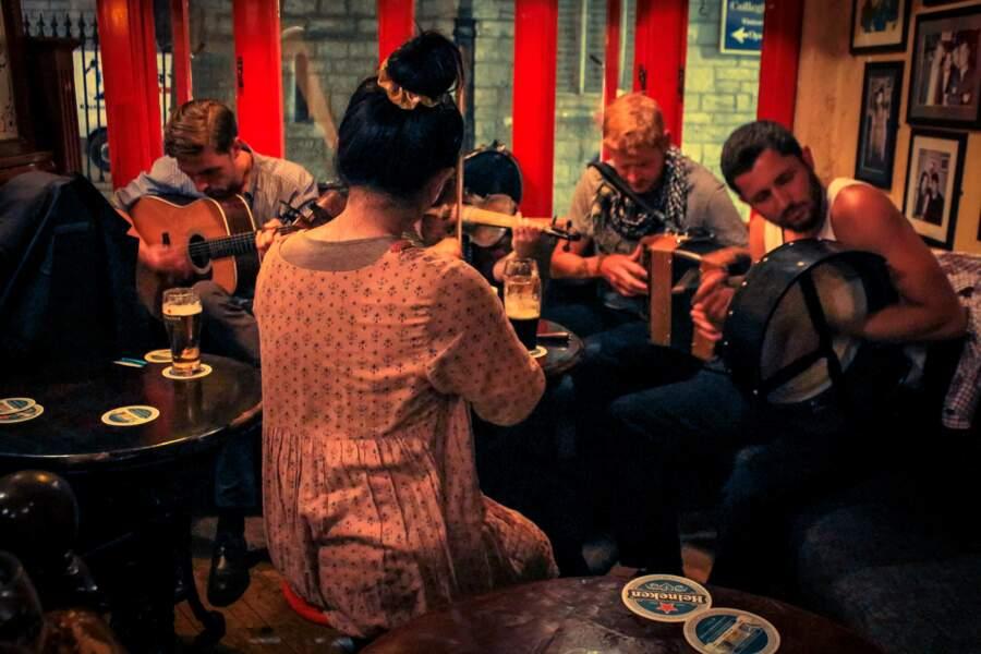 """""""Irish session"""" dans un pub de Galway"""