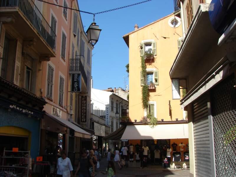 La rue Meynadier : entre shopping et histoire
