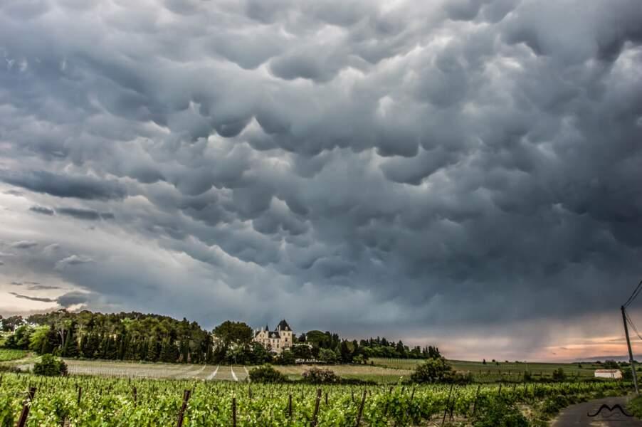 Mammatus (protubérances accrochées aux nuages) dans l'Hérault, le 8 mai 2015
