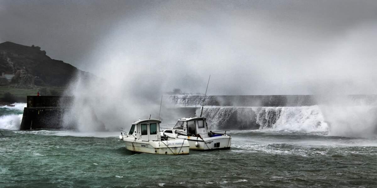 Tempête sur le port de Goury, dans la Manche, en France, par Monique Digard / Communauté GEO