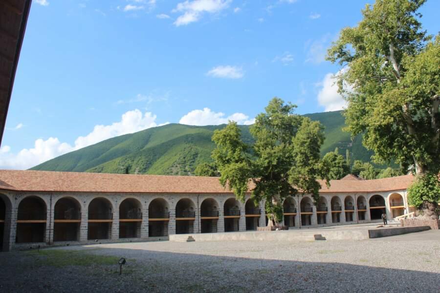 Centre historique de Sheki avec le palais du Khan, en Azerbaïdjan