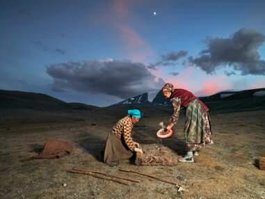 Avec les femmes nomades de la steppe mongole