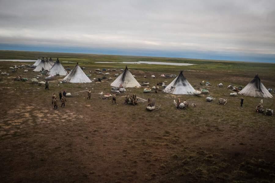Les petites tentes dans la prairie