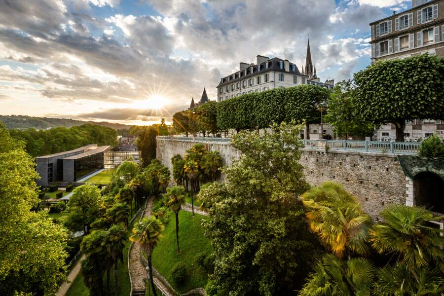 Pau (Pyrénées-Atlantiques), sa vue, son funiculaire, son esplanade...
