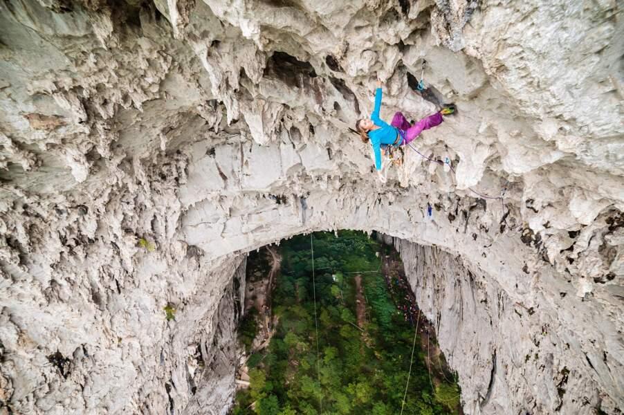 L'immense grotte de Getu dans le Guizhou, en Chine, 120 mètres de hauteur