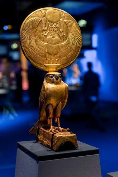 Figurine d'Horus sous les traits d'un faucon solaire