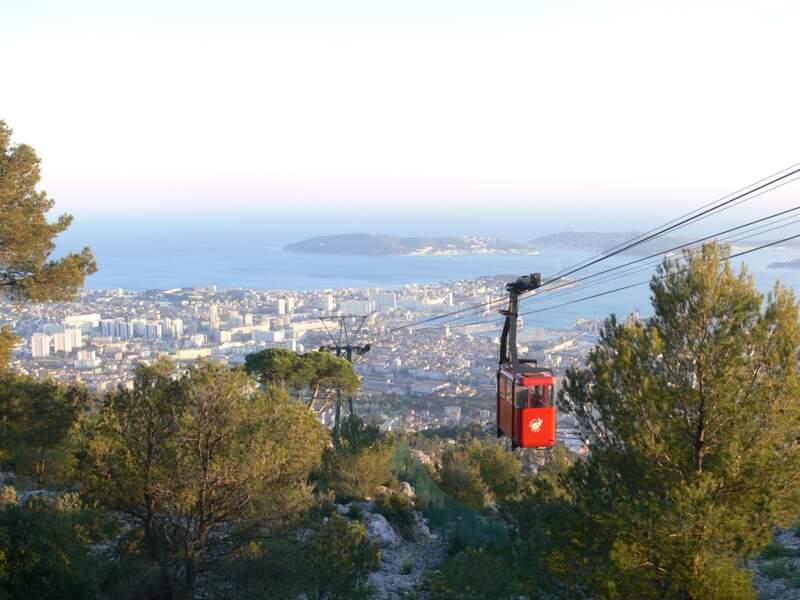 Le téléphérique du mont Faron, emblème de Toulon