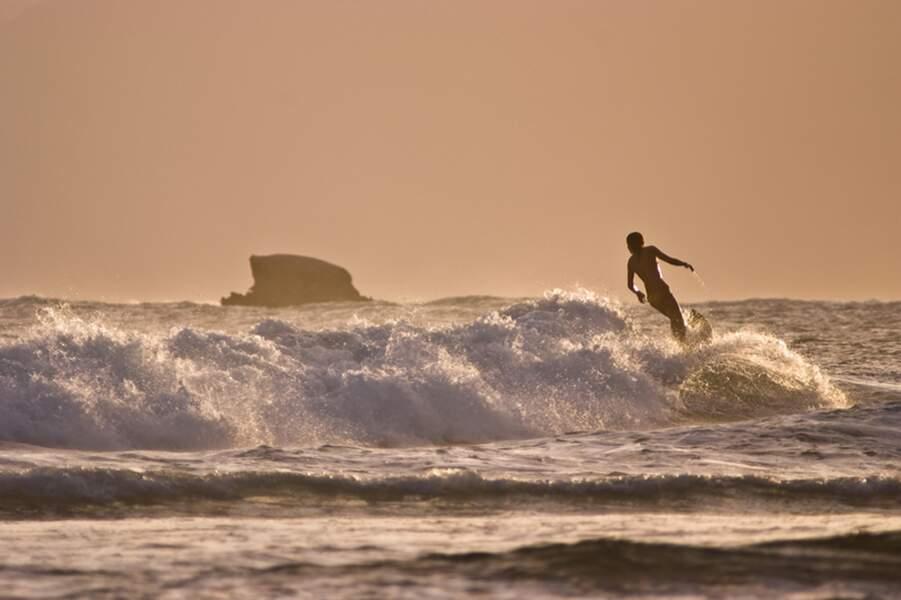 S'adonner aux joies du surf en Guadeloupe