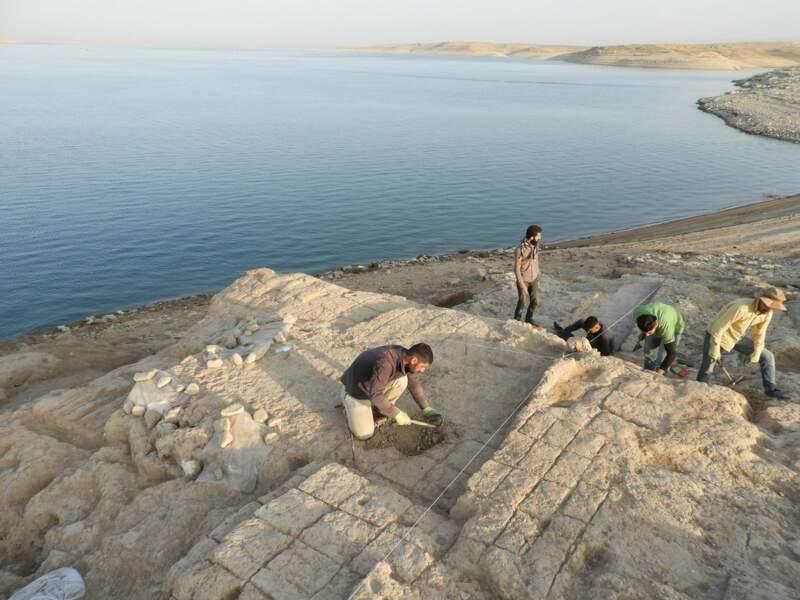 Fouilles sur les rives du la de réserve du barrage de Mossoul