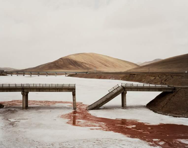 """Pont en piteux état, province de Qinghai, série sur """"Yangtze, The Long River"""", 2006-07"""