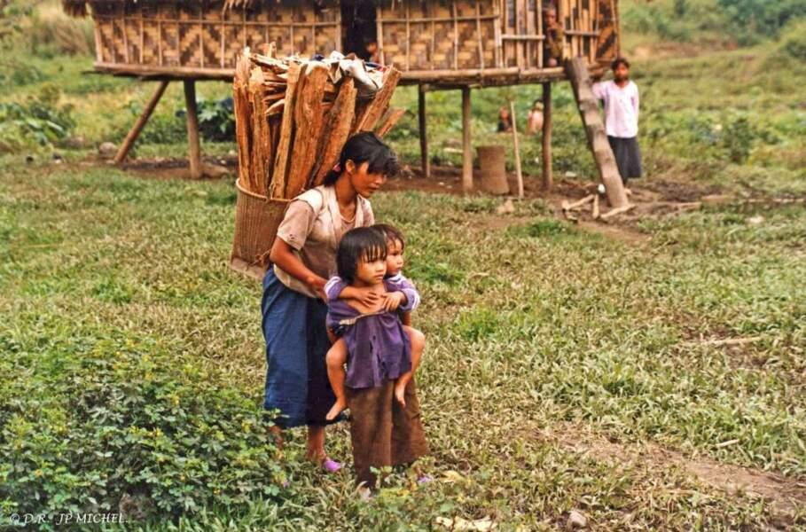 Les habitants d'un village hmong