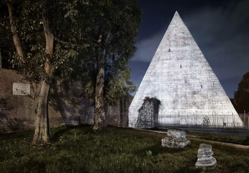 Intrigante pyramide dans le quartier du Testaccio, à Rome