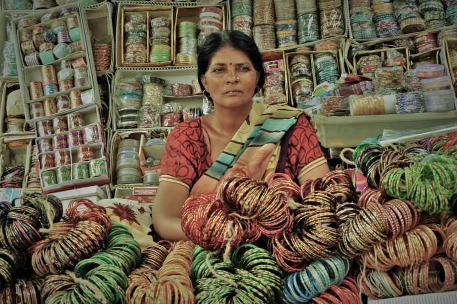 Vendeuse de bracelets à New Delhi