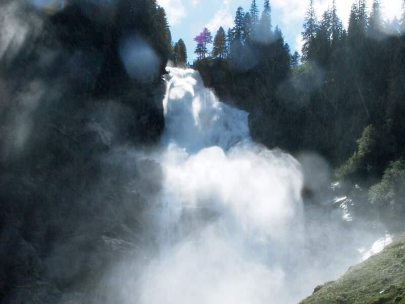 Contempler les chutes de Krimml